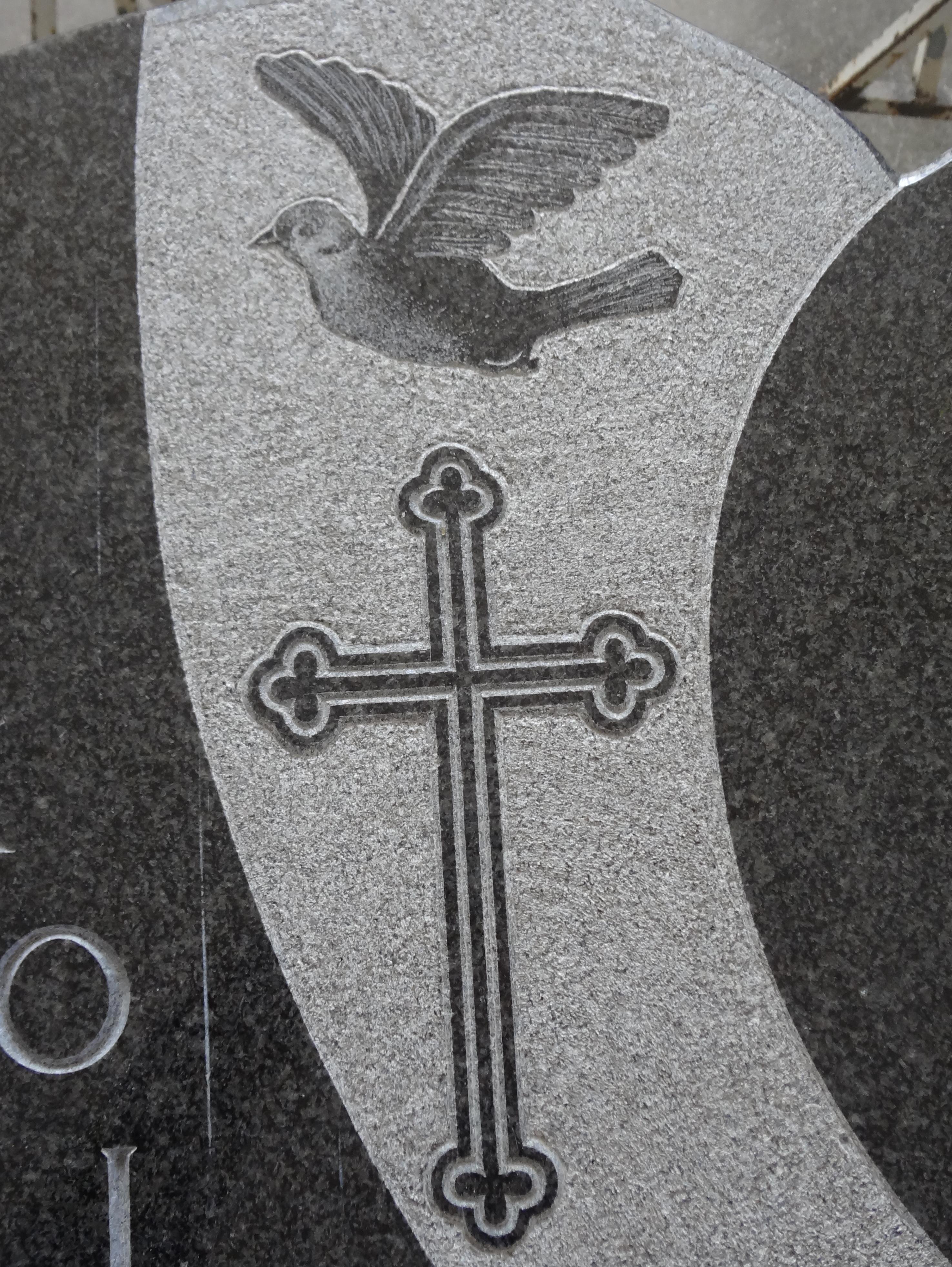 gravirana ptica s križem